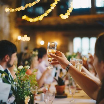 how to keep wedding guests happy